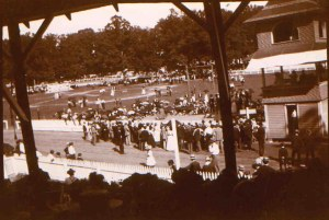 Crowds at the racetrack, Rockville Fair, 1906. MCHS collections.