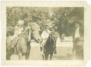 Margaret Jones and Clements Offutt at the Fair, 1906. MCHS collections.