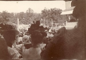 Some fantastic and fashionable hats at the Fair, 1906. MCHS collections.